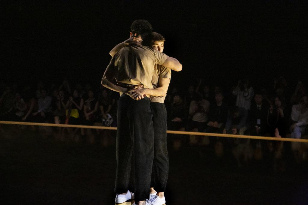 二人在台上糾纏不斷,觀眾也嘗試從中領悟屬於個人的讀解。
