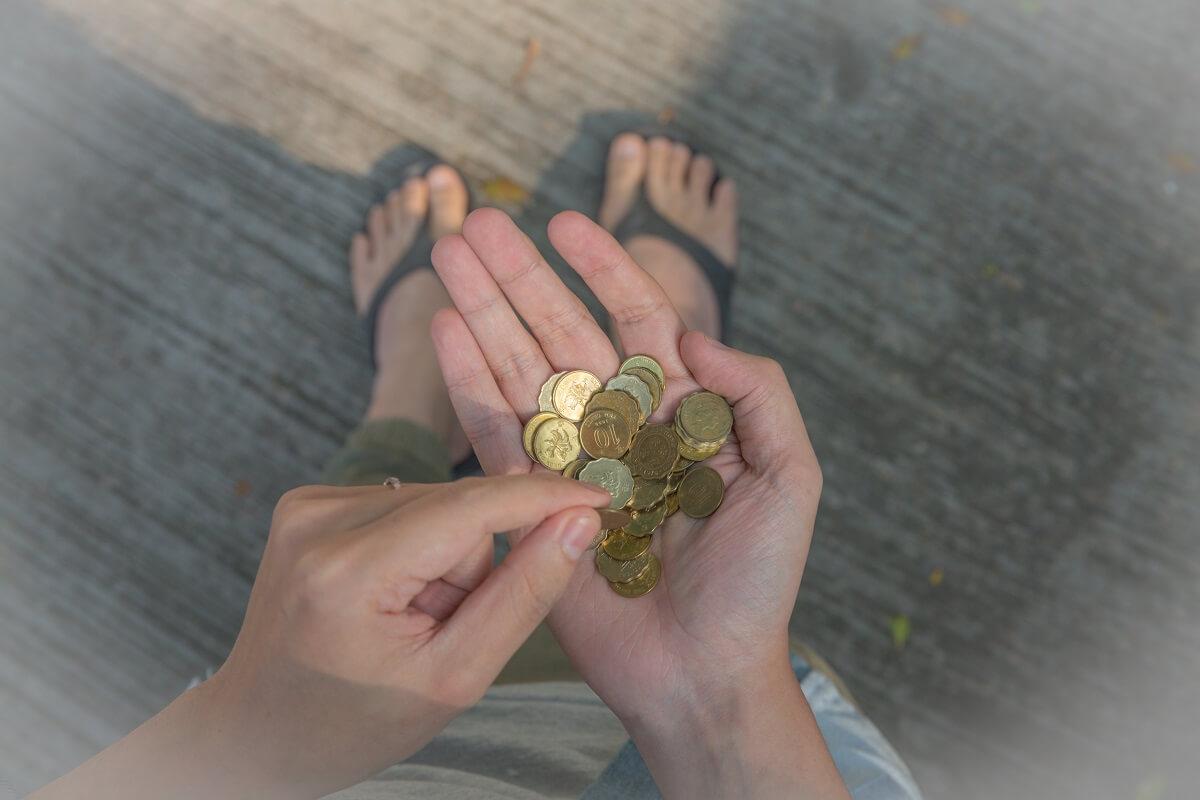 阿塗在中學時期為了省錢,試過將紙幣唱成散紙,入少幾毫,博司機看不到。