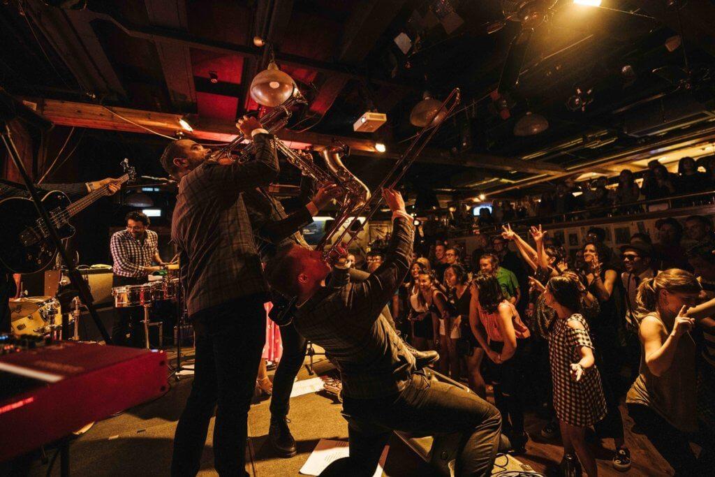 本地Ska樂隊The Red Stripes是Grappa's的常客,跳脫輕快的音樂令場內氣氛高漲。(攝影師:Gary Jones)