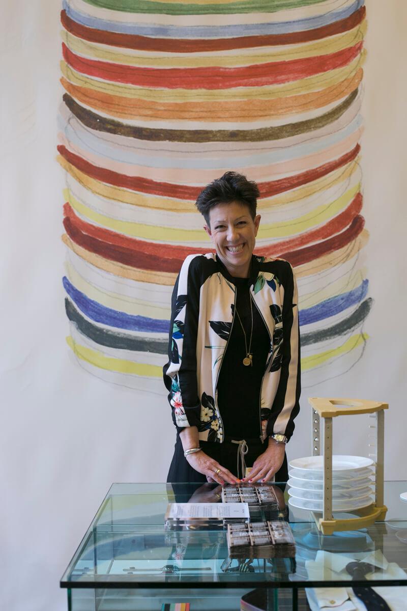 陶瓷品牌1882 Ltd. 第五代主理人Emily Johnson,玫力以創新設計保留傳統英倫陶瓷工藝。