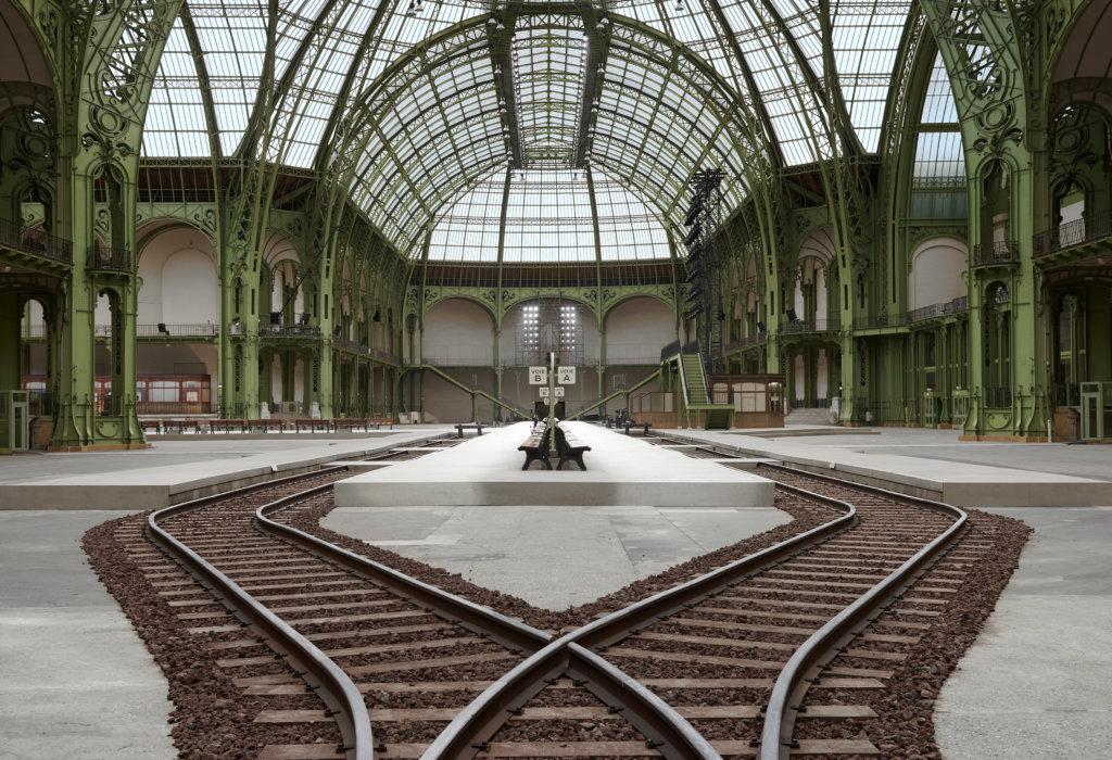 將大皇宮化身成新古典主義建築風格的火車站,站內有火車月台及Le Riviera咖啡室 ,讓賓客們感受法式風情。