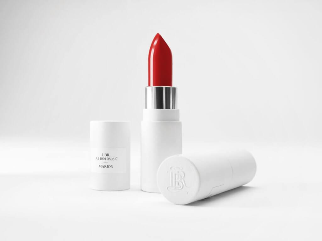 品牌為了推動可持續發展概念,用完的唇膏,只要扭開唇膏外殼,取走舊的唇芯,保留外殼換上新的唇芯。