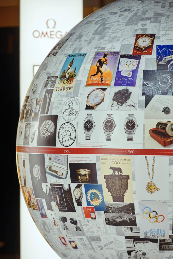 「展品」之一是一個大地球,上面貼滿多年品牌活動的照片,圍住它走一圈細閱,要花不少時間。