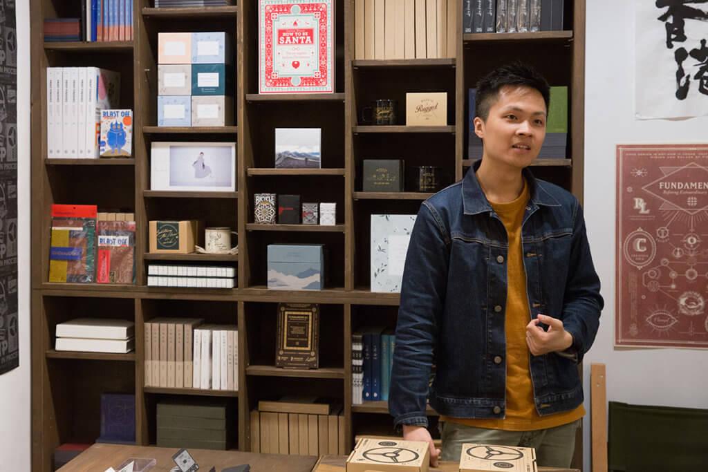 唱片設計師梁偉文自言是周國賢Fans,《仲間》大碟中尤其對《凡夫的樂章》一歌有感覺。