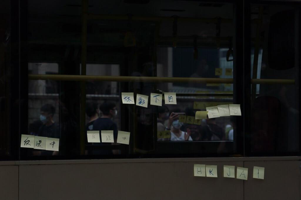 市民在巴士車身貼上Memo紙表達意見