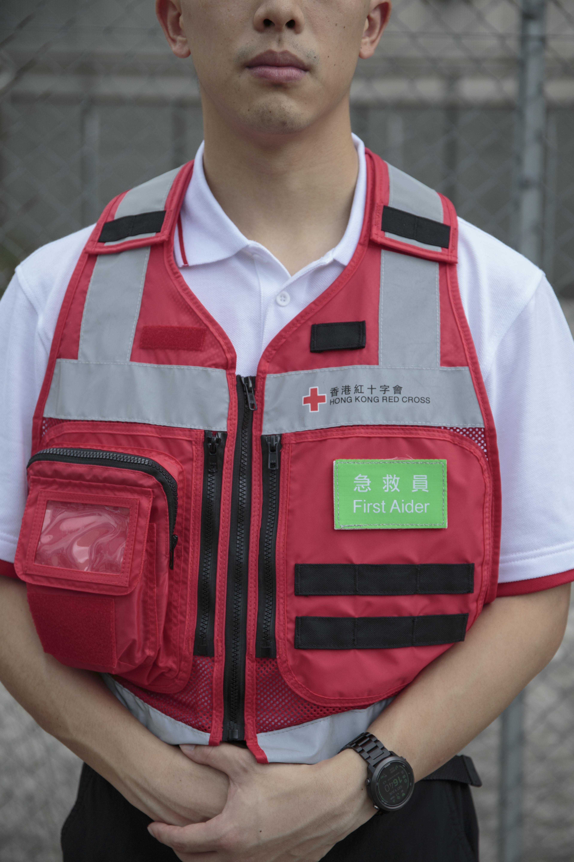 救人,是急救員的責任。不問性別、背景、立場,對每一個生命一視同仁。