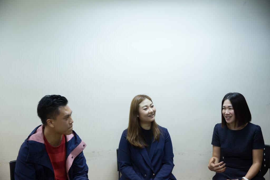 方婷(中)與兩位學生,余雪琼(右)及陳海力(左)都是「半途出家」,本身都不是從事有關心理學的工作,亦因此更有共鳴。