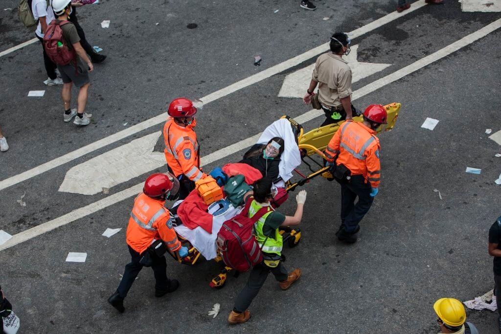6.12當日不少傷者到公共醫院求醫,卻傳出警方在醫院拘捕四名傷者,並指四人涉暴動罪。