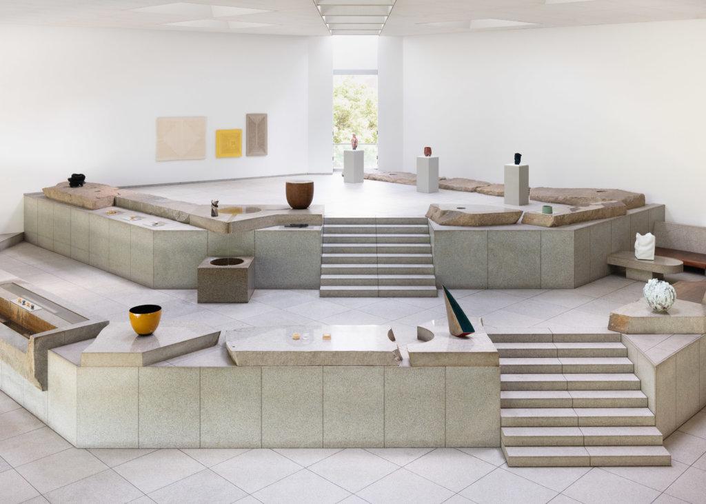 29件候選作品在東京草月會館「天國」石庭展出,與會館環境融為一體。