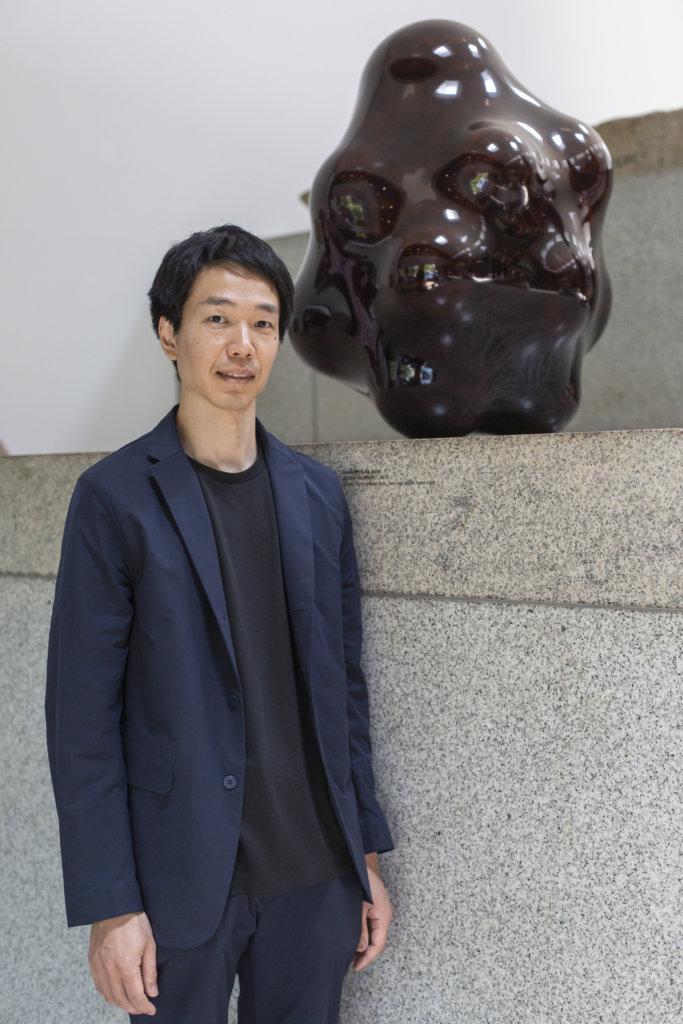 冠軍由出生於德國的日籍藝術家Genta Ishizuka奪得,作品《Surface Tactility #11》 靈感來自於超市常見的網袋橙。