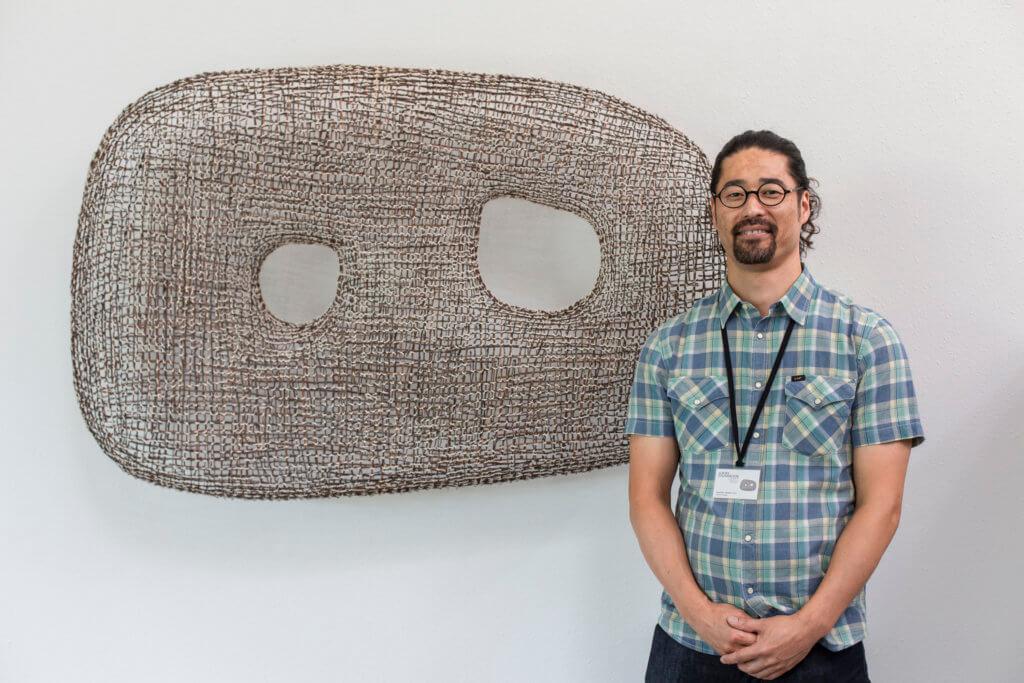 Kazuhito Takadoi利用自己栽種有機植物,編織成作品《KADO (Angle)》。