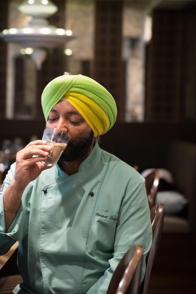 印度網紅名廚Harpal:「印度很大,不同地區有不同飲茶的方法,就連每個家庭都有自己的 秘方,所以Masala tea不是一款茶,而是一種茶的精神。」