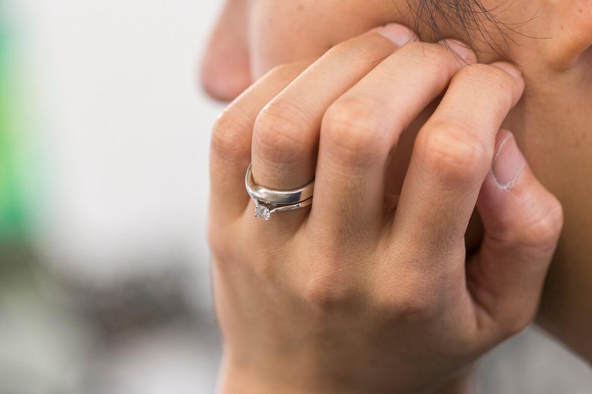 小敏說,婚姻是共同面對生活中的所有東西。住在一起,或不住在一起,大概都不會影響這個信念吧。