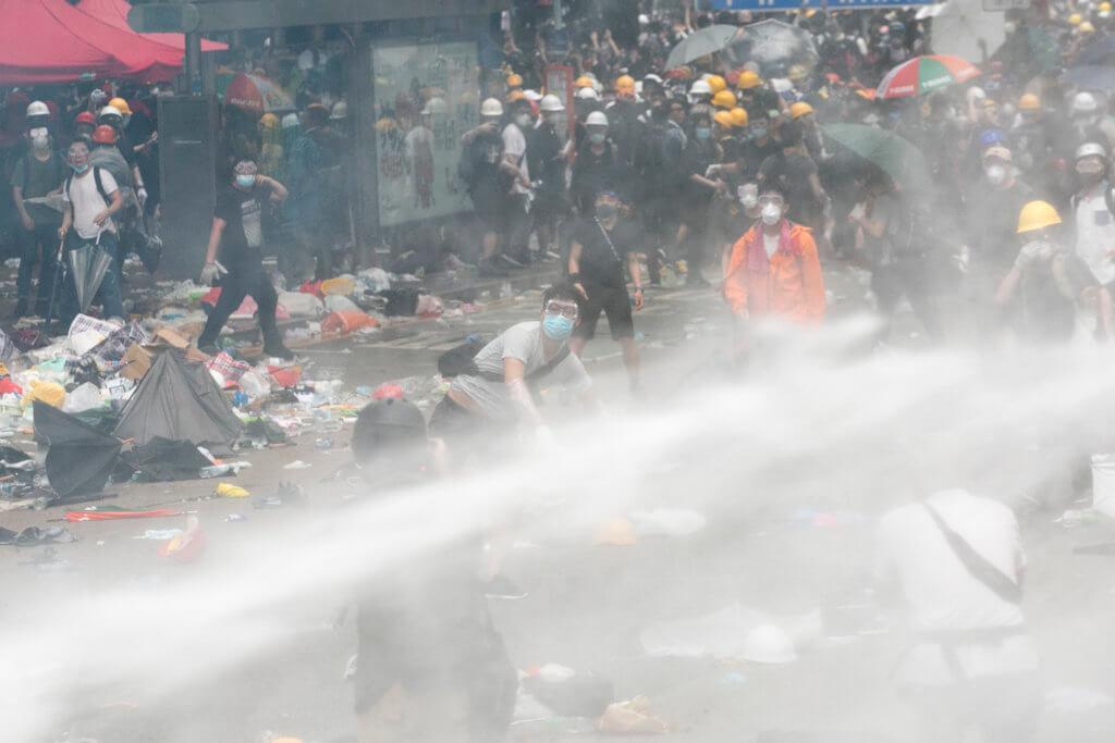 7月3日,香港執業藥劑師協會去信行政長官林鄭月娥及警務處長盧偉聰,指出如市民有過敏,吸入催淚彈的化學物質可致命。