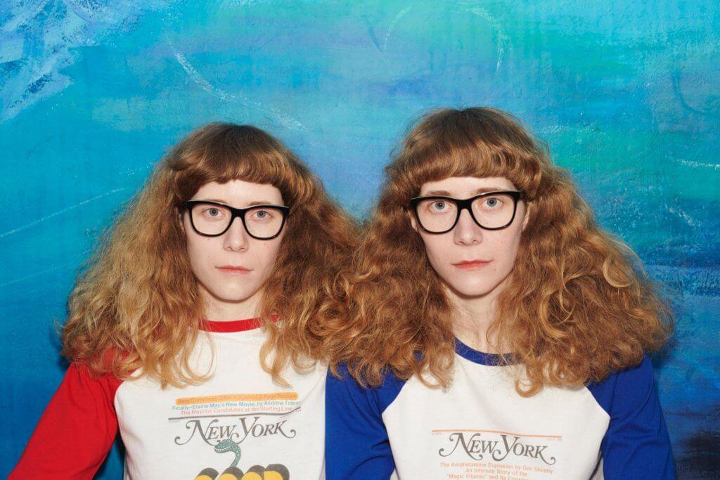 系列特地找來不同年齡、膚色、性別和國籍的雙胞胎進行拍攝