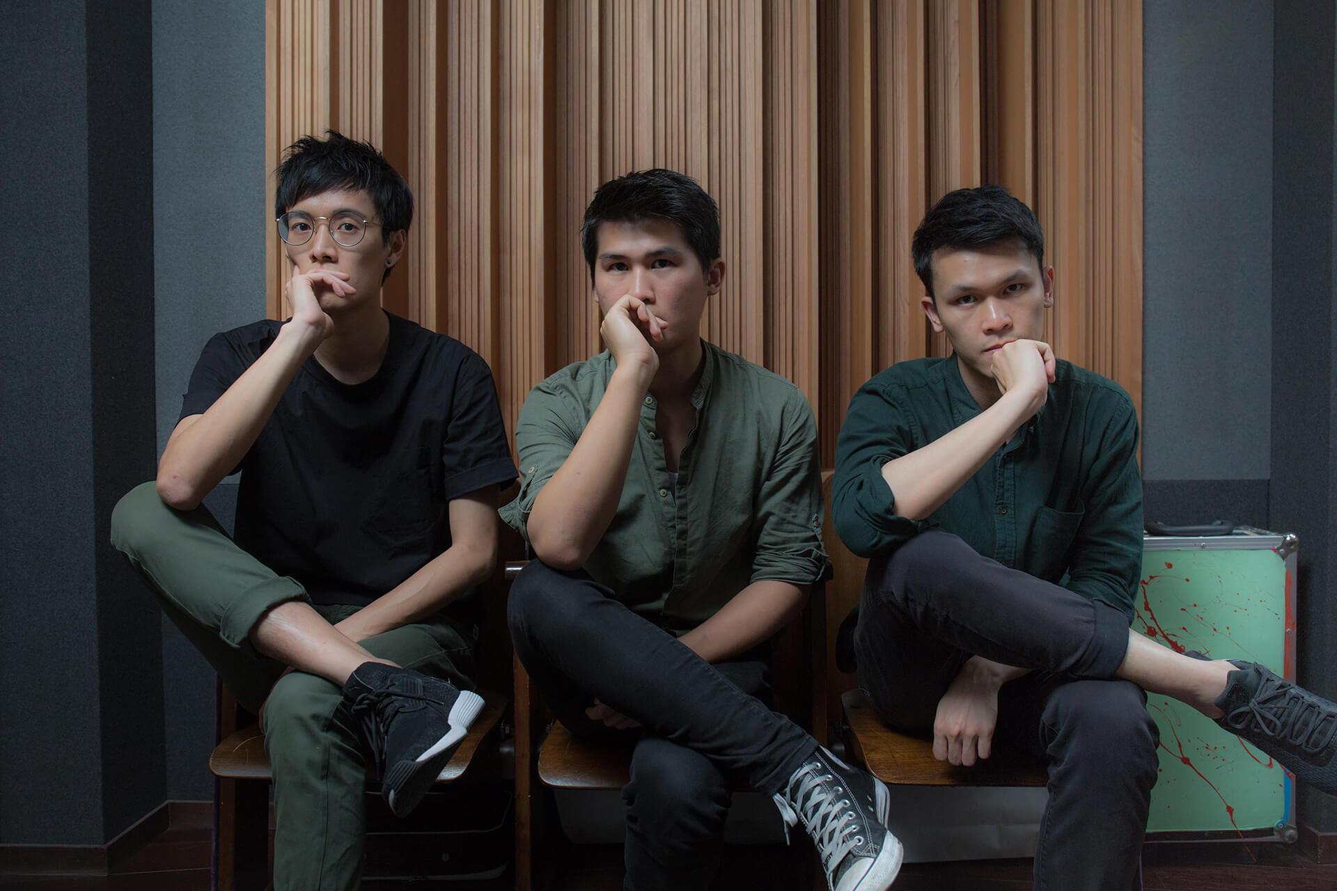 無稽子彈成立於2014年,成員包括(左起)低音結他手Jeffrey、主唱及結他手Eric及鼓手Dave。
