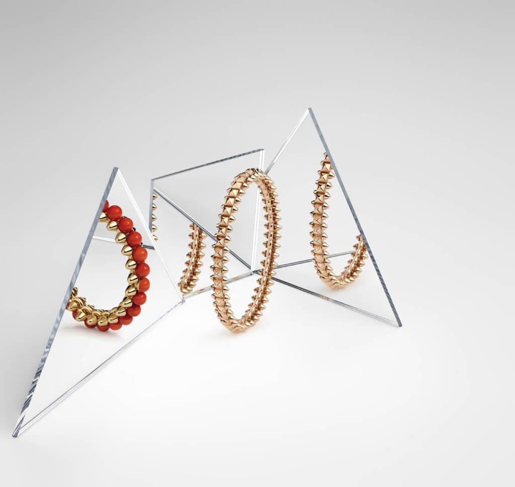 18K黃金珊瑚手鐲 $394,000 (左) 18K玫瑰金中型款手鐲 $66,000(右)