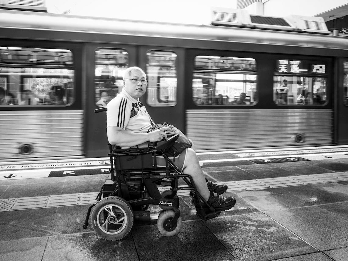 輪椅路上曲折離奇,轉車路程顛沛流離。