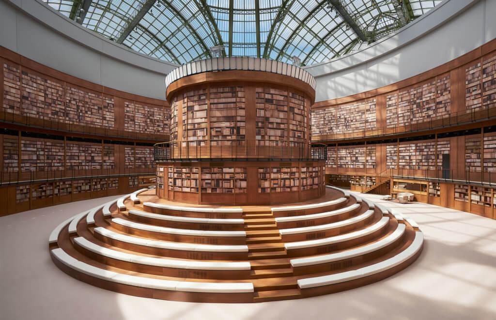 藝術總監Virginie Viard把巴黎大皇宮改造成宏偉的圖書館