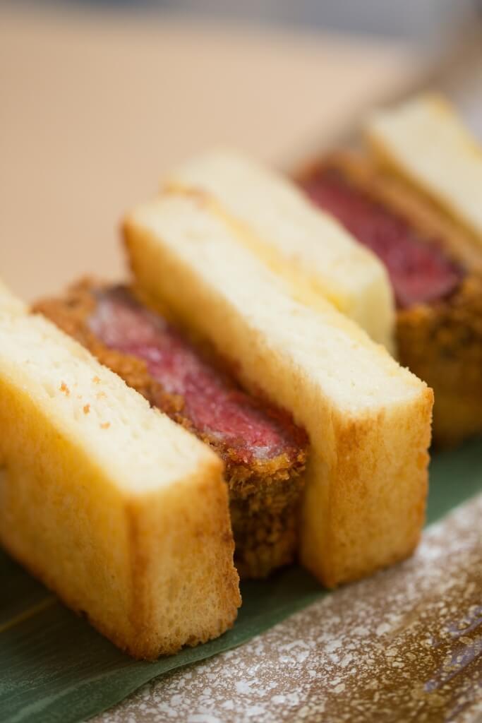招牌日山A5黑毛和牛三文治 // 麵包與牛柳一樣烤得外脆內軟,兩者的香脆與軟熟質感層層相間。 ($498)