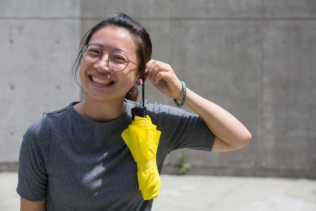 發展性轉化戲劇治療強調想像空間,不用道具。Winnie指香港小朋友不太認識身體,所以會用日常物件引發思考。一把傘可以像粟米、棒球棍、咪,甚至耳環。