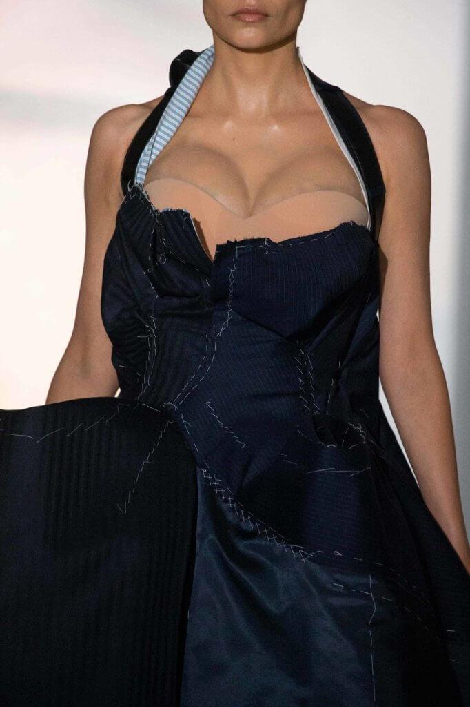 裙子上被露出的胸墊