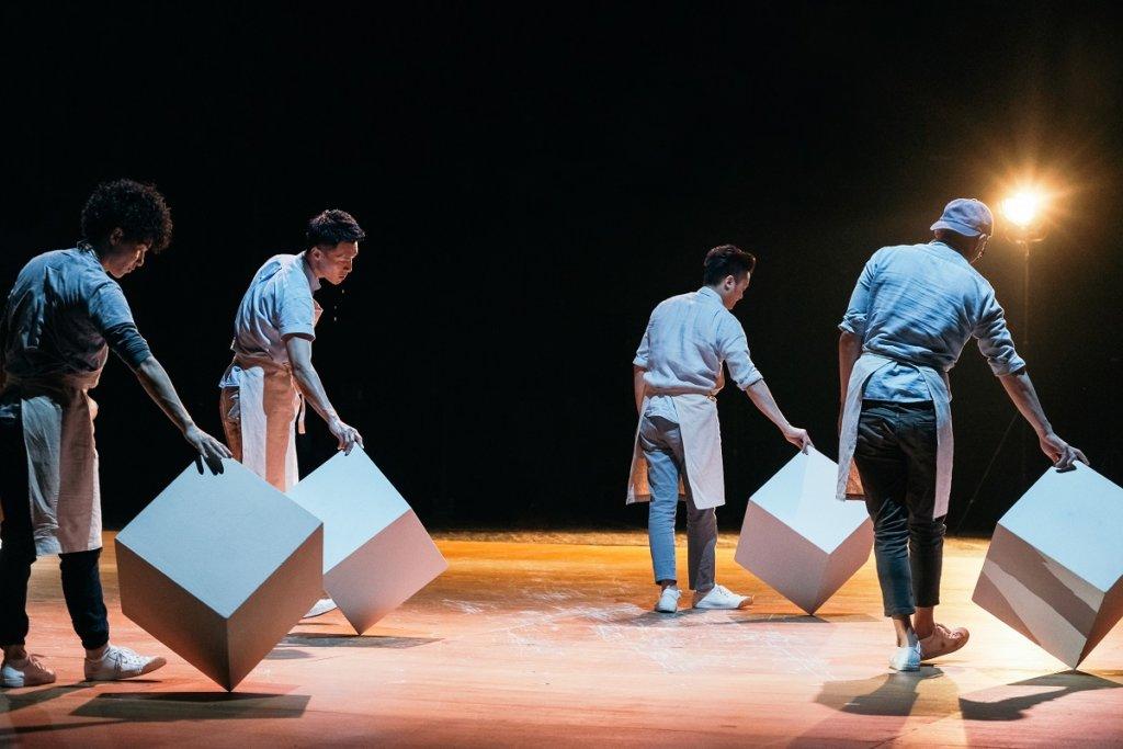 林奕華透過《梁祝的繼承者們》一劇探討愛情、藝術與教育。(吳嘉彥攝)