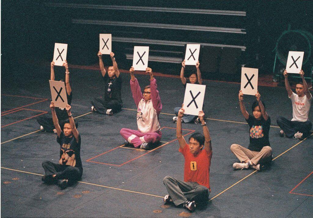 1.林奕華於回歸前後創作了幾套關於教育的劇目,包括創作於1997年的《兒女英雄傳之智取扯旗山》。