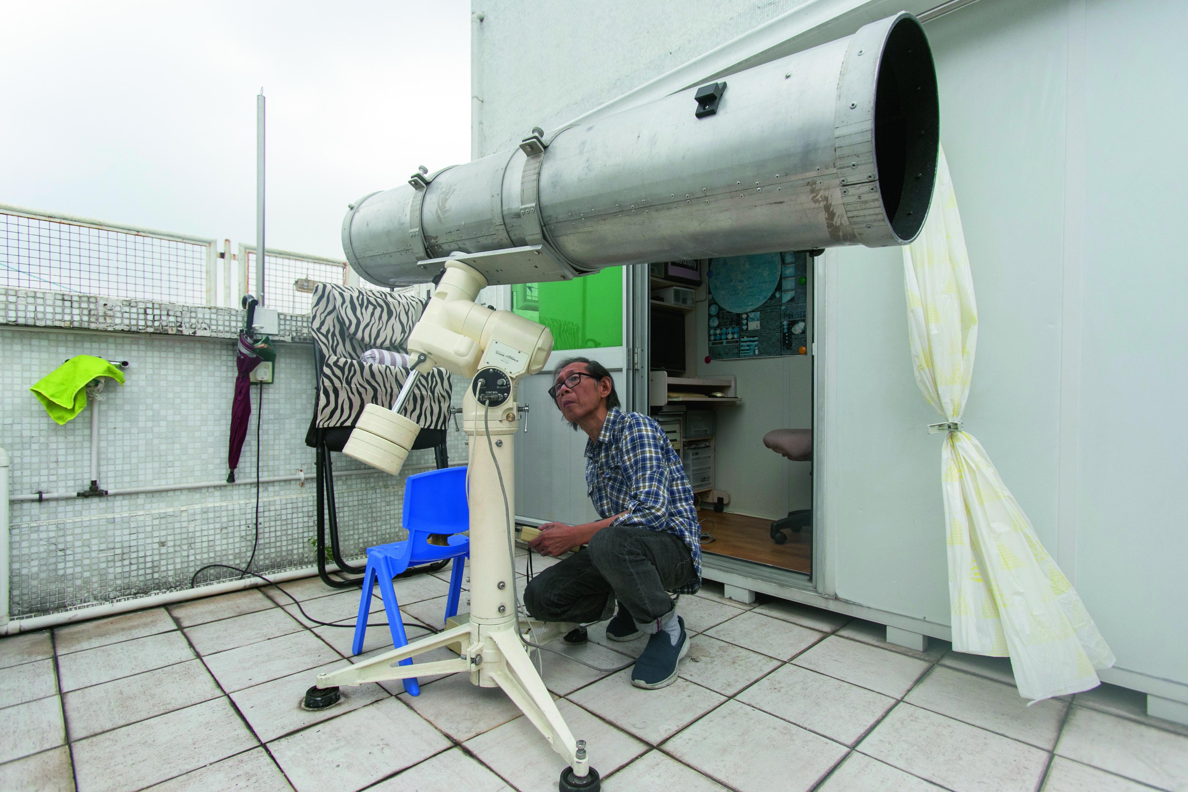 朱永鴻就是用這支望遠鏡,用三年時間觀測及拍攝月球地貌。