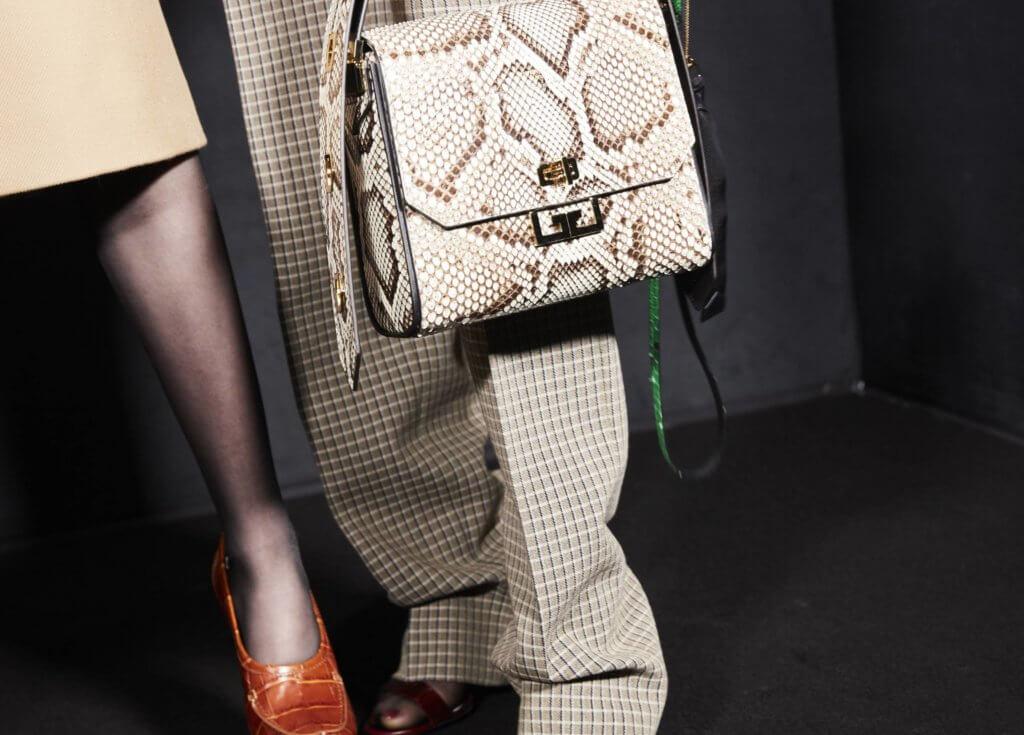 皮革手袋用上伊甸園有關的蛇皮紋,充滿誘惑氣息。 ($19,900起)