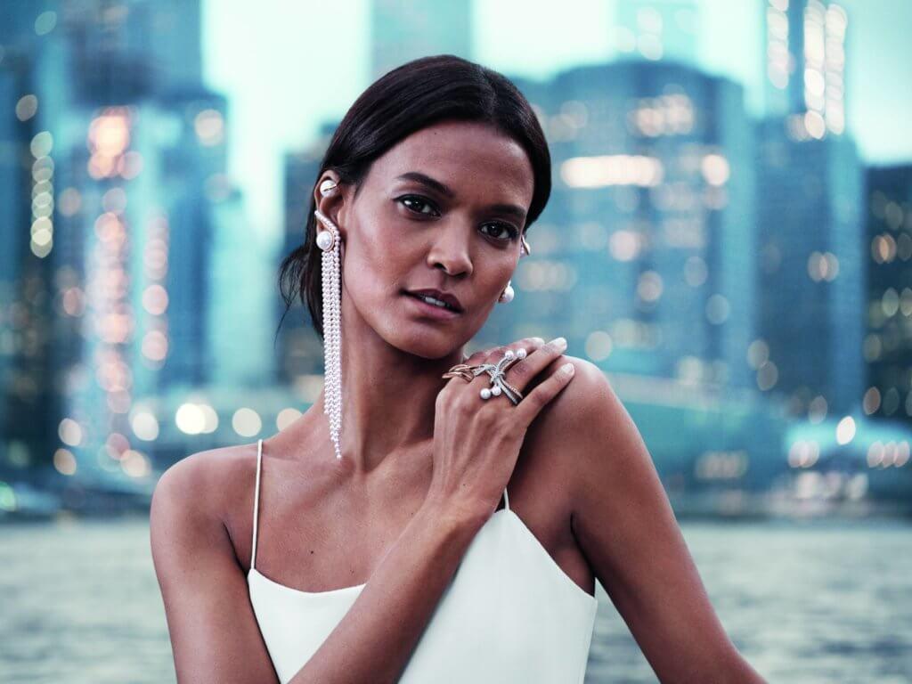 早前品牌任命紐約時裝設計師Prabal Gurung為品牌新任創意總監設計的珠寶。