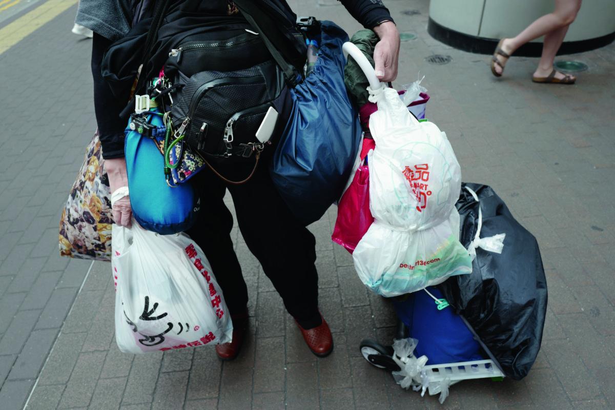 Maymay將幾乎所有行李都隨時帶在身邊,也背了去台灣。