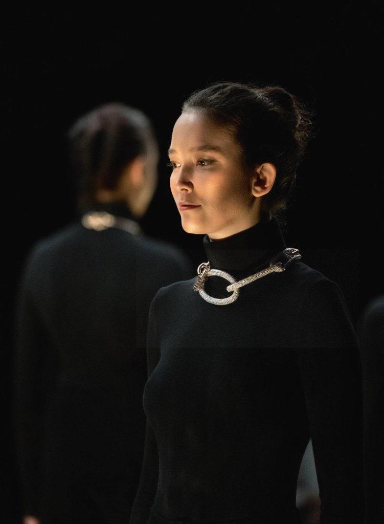 """舞蹈表演中,兩個身體一直尋找地方,時而連結,時而分開,這正正是""""free enchainment""""體現。"""