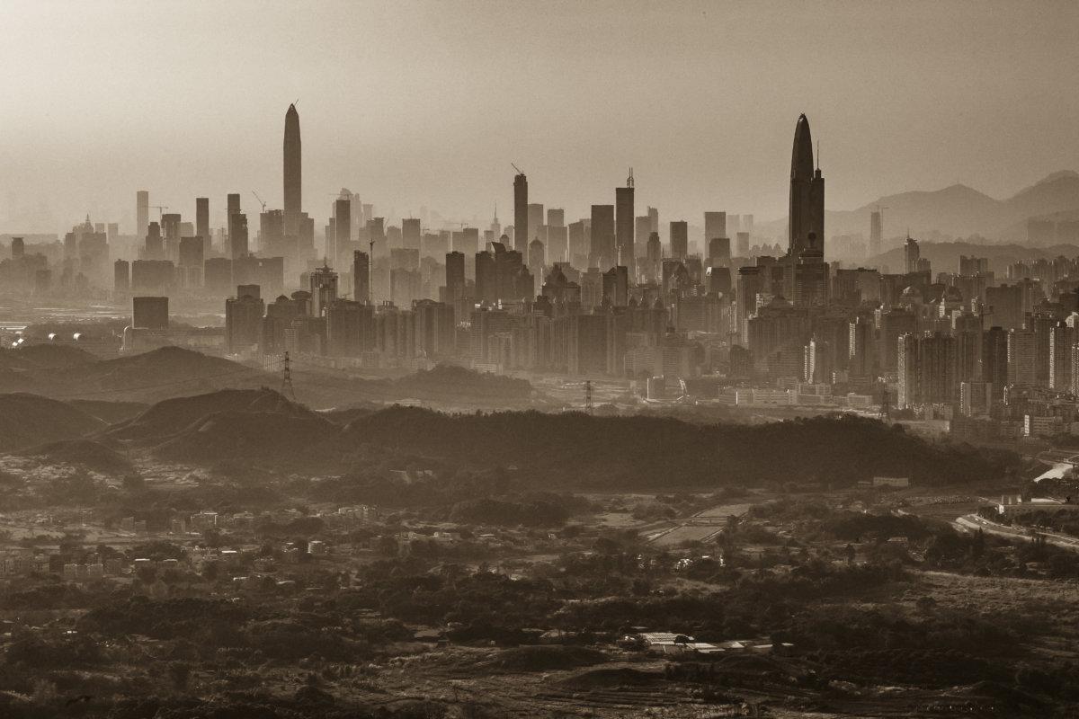 2016年鏡頭下新界打鼓嶺與深圳市。據政府2018年發表的新界北部地區發展初步可行性研究,建議打鼓嶺邊境土地可發展成容納 25.5至35 萬人的新市鎮。