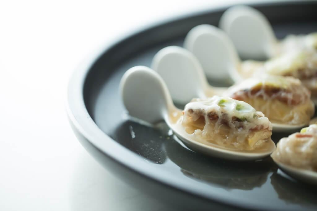 一口金華玉樹雞 // 竹笙裹着去骨雞件跟金華火腿和冬菇,一匙一口的精緻版本。($188)