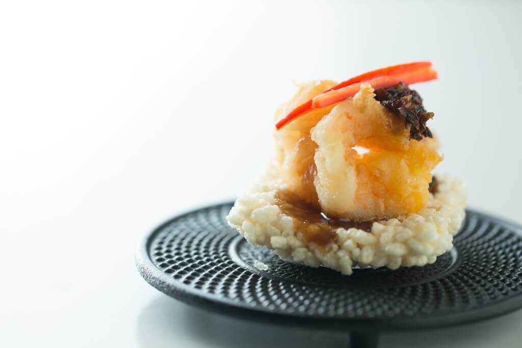 飯焦雞樅菌鳳尾蝦 沒想過雞樅菌能夠做得如此惹味,帶有麻辣與醋香。($298/4件)