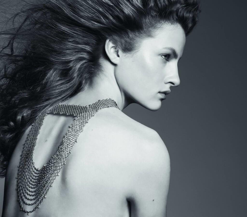 新作深入探索珍貴金屬的可塑性和鏈條的靈活性