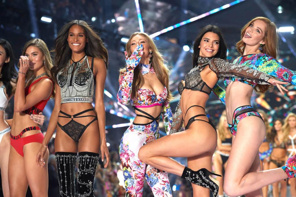 Victoria's Secret選角條件十分苛刻,無論樣貌、身高、線條或皮膚都是考慮因素,能被選中無疑代表着美的最高標準。