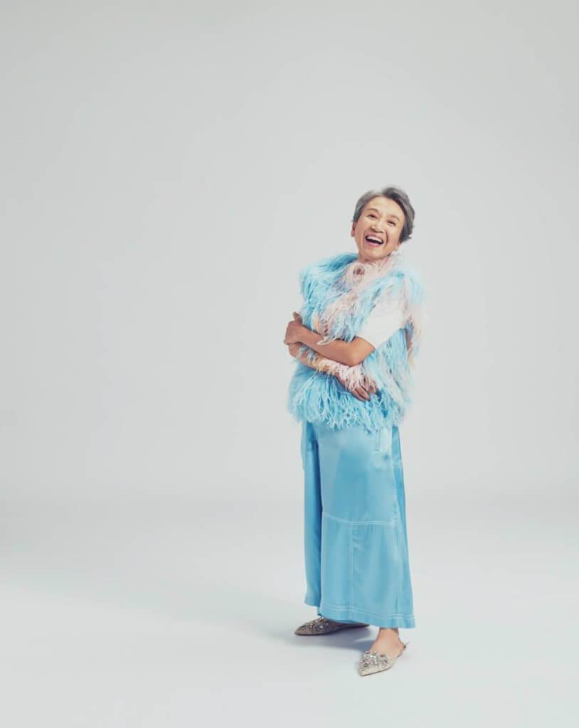 今年六十九歲的姚慧明退休後加入老正工作室,成為銀髮模特兒。