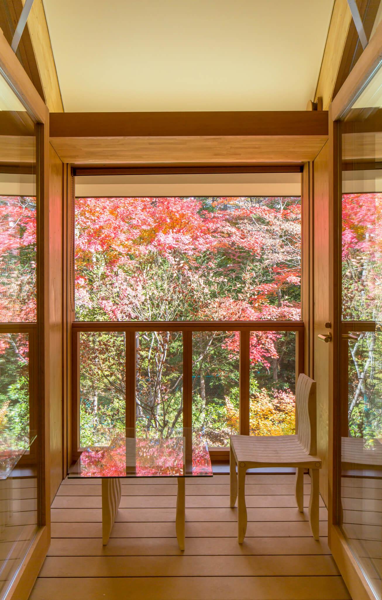 每個房間都設有露台,走出去與大自然十分親近。