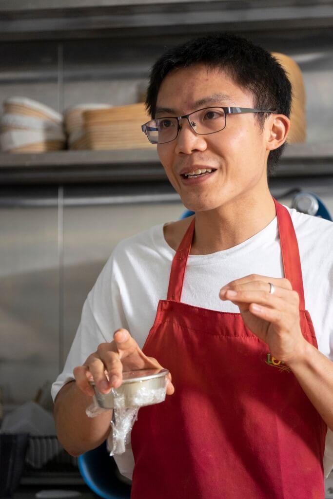 李國彰笑說,酸種麵包 可不單是一種手工藝, 更是一門科學。