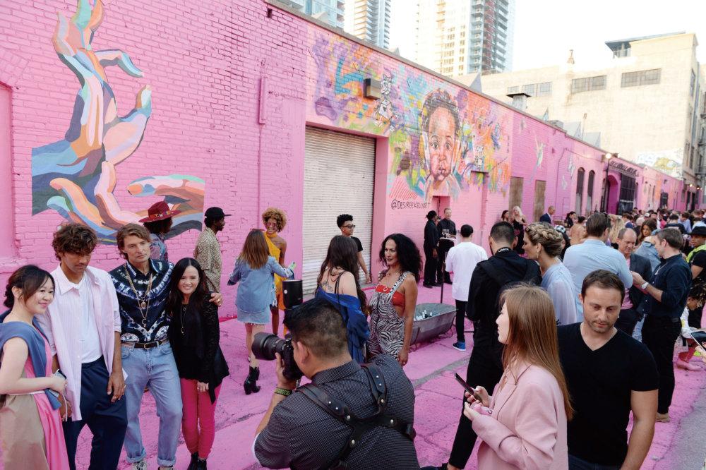 Pandora Street of Loves畫滿以粉紅色作主調的壁畫,儼如藝術展。