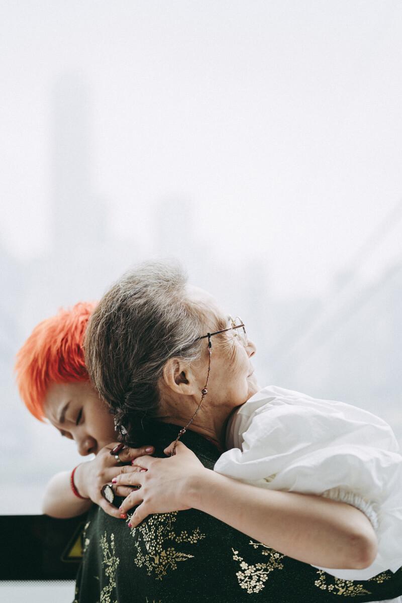 三妹如果與婆婆將時日無多的疑慮「負擔」,演化為互相守護到最後的「承擔」。