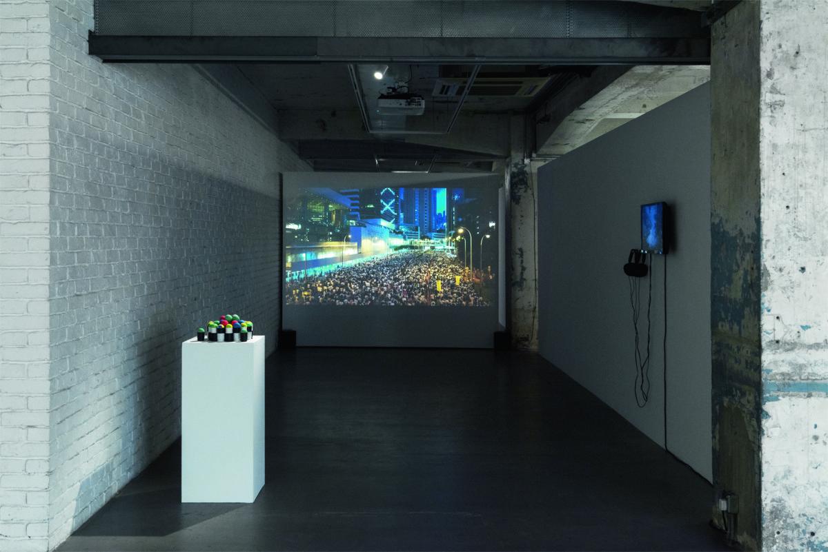展覽最後部分是拍攝反修例遊行的影片,這是一場人為引起的風波。