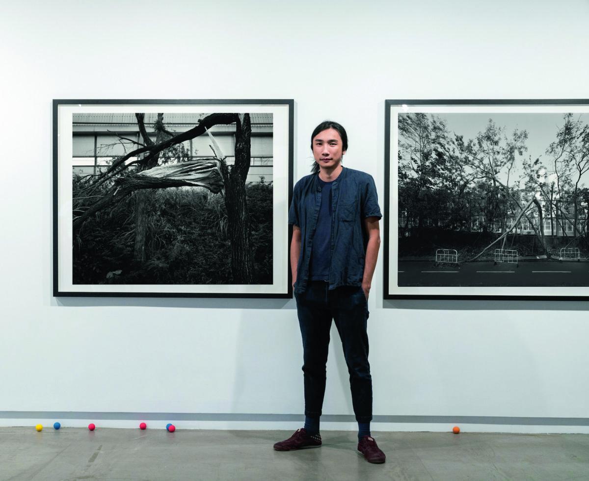 何兆南在同一個展覽裏隱晦地道出大自然及人為造成的風暴,促使觀者去反思。