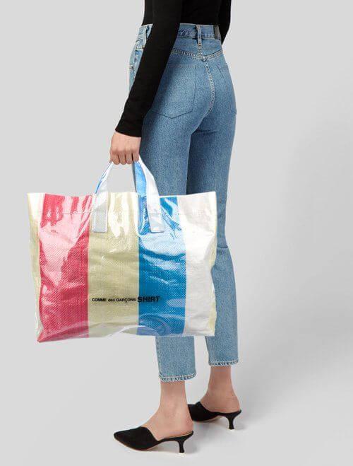 過往類近的款式,PVC配紅白藍同樣大受歡迎。
