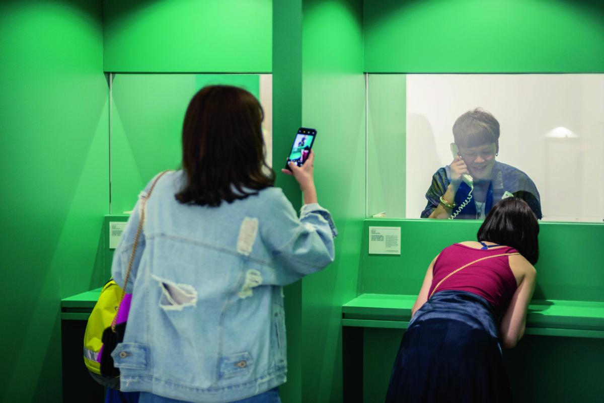 大館的展覽着重互動元素,像最近的《大館101》,設置多個昔日監獄、裁判司署及警署內的模仿場景,讓公眾可以在角色扮演遊戲之中了解歷史故事。 (相片由戴毅龍提供)