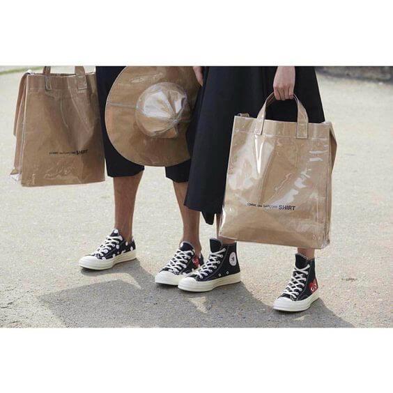 品牌去年重推two way paper bag