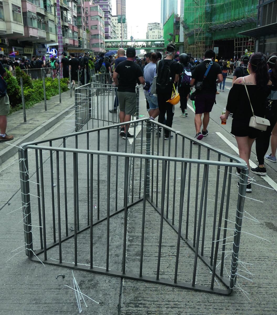 攝於8月11日深水埗,示威行動中沒有圍欄的道路和三角形路障,提醒了我們有機會重新設計香港街道。
