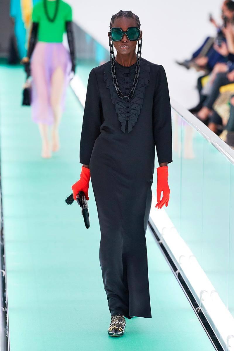 就算沒有過往神話的主題,校園風風格、裸體的裙子、SM元素的細節,Alessandro Michele告訴大家,要break the rules(停電)才能活出自我。(圖 /互聯網)